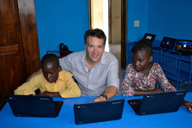Steve and students at Arrival Center Primary School explore the internet through the school's new Google Chromebooks.